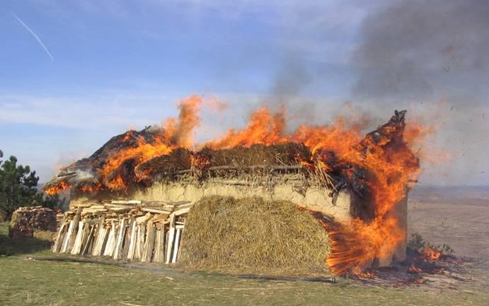 cucuteni house burning