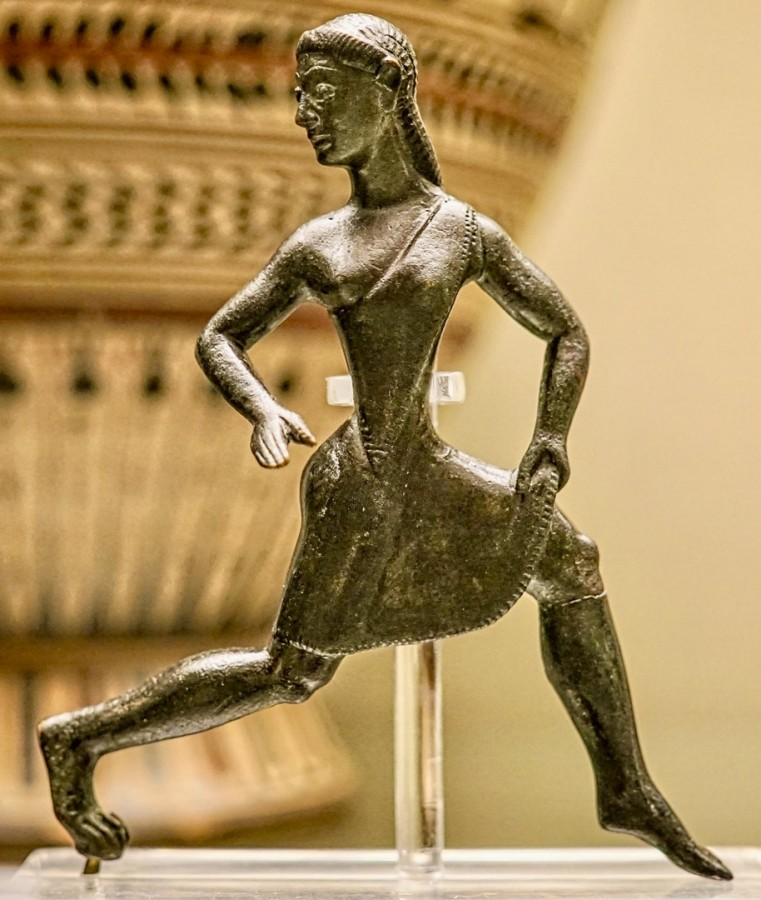 Spartan bronze figure of a running girl, wearing a single-shouldered chiton, 520-500 BC. British Museum.