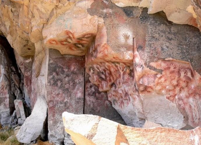 Пещера рук или Куэва-де-лас-Манос, если говорить на испанском.