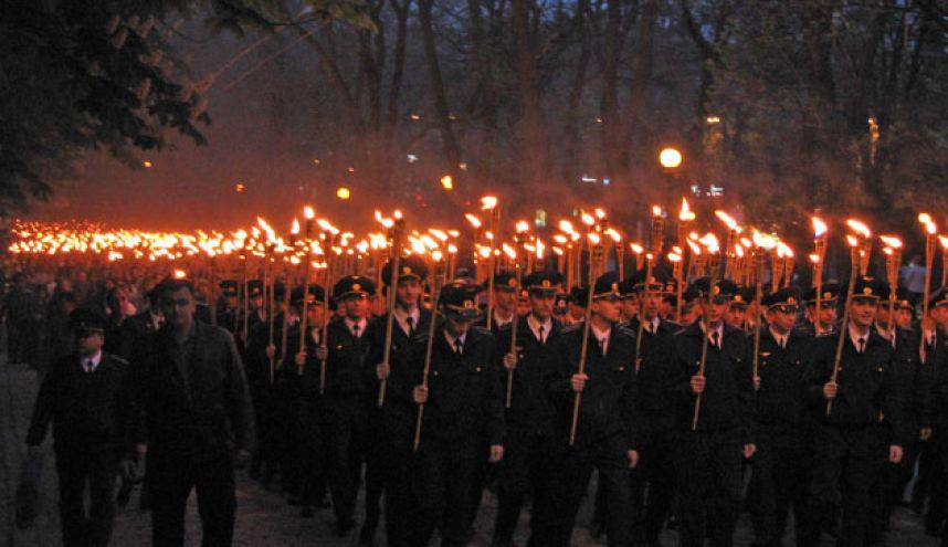 факельное шествие студентов