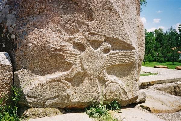 Двуглавый орел в Аладжа-хуюк