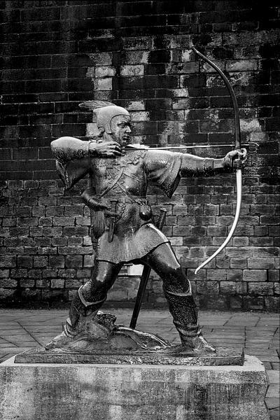 Памятник Робин Гуду