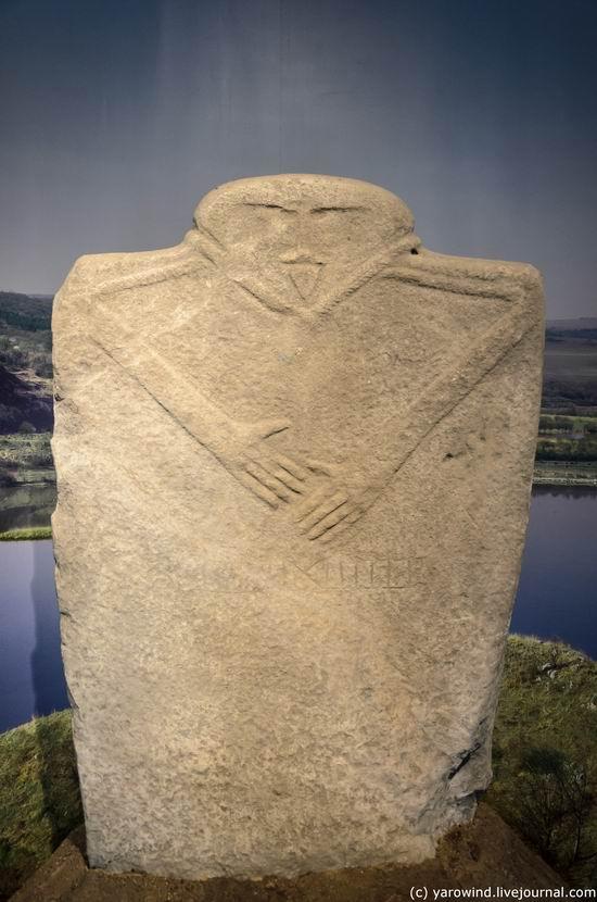 каменное надгробье