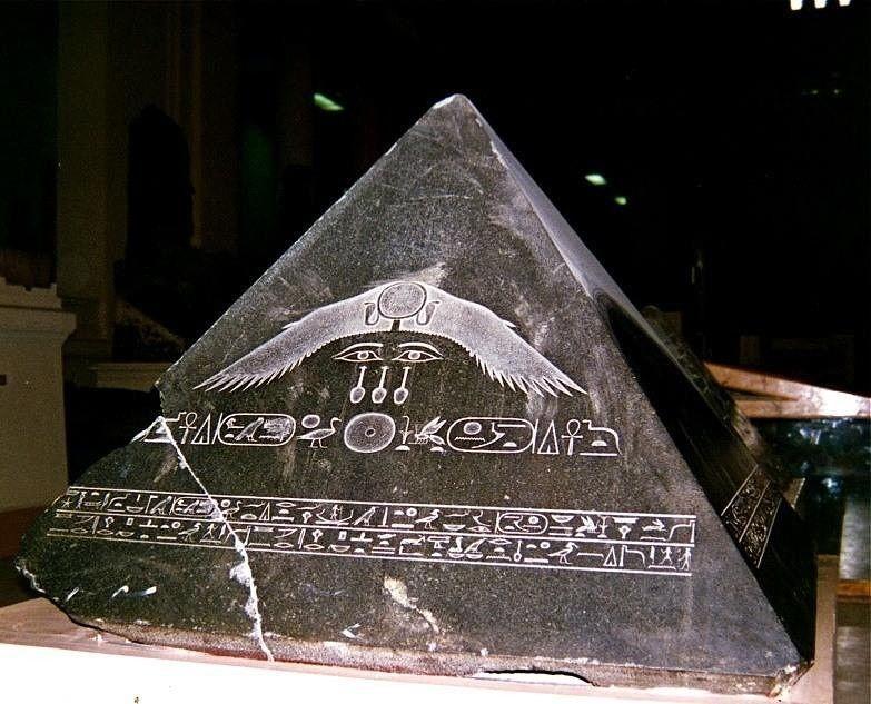 Верхушка египетской пирамиды.