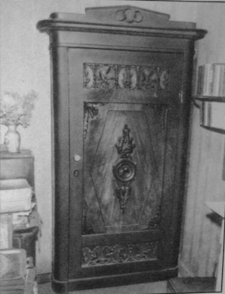 Дверь в кабинете