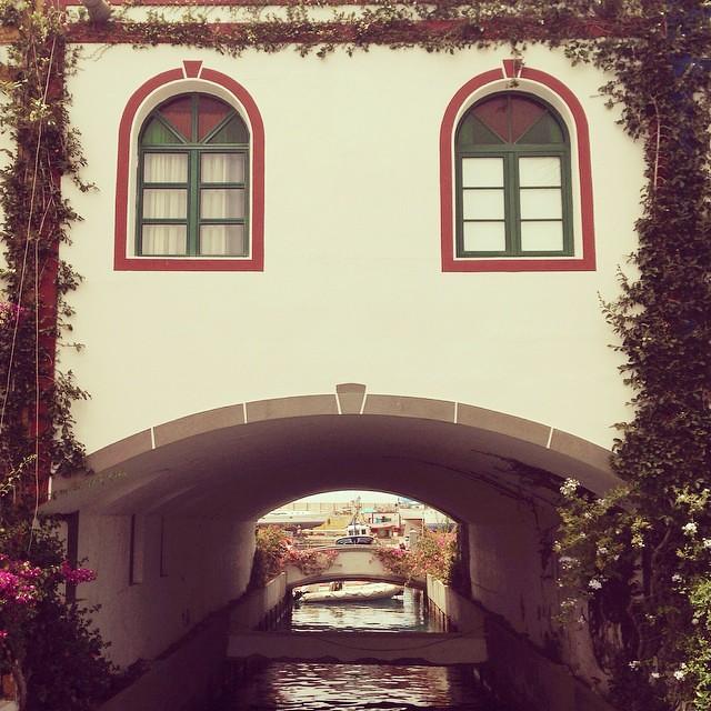 """А эта милая мордашка ни что иное как дом в городке Пуэрто-Моган, еще его называют """"Канарская Венеция"""" #travel #spain #instago #instagood"""