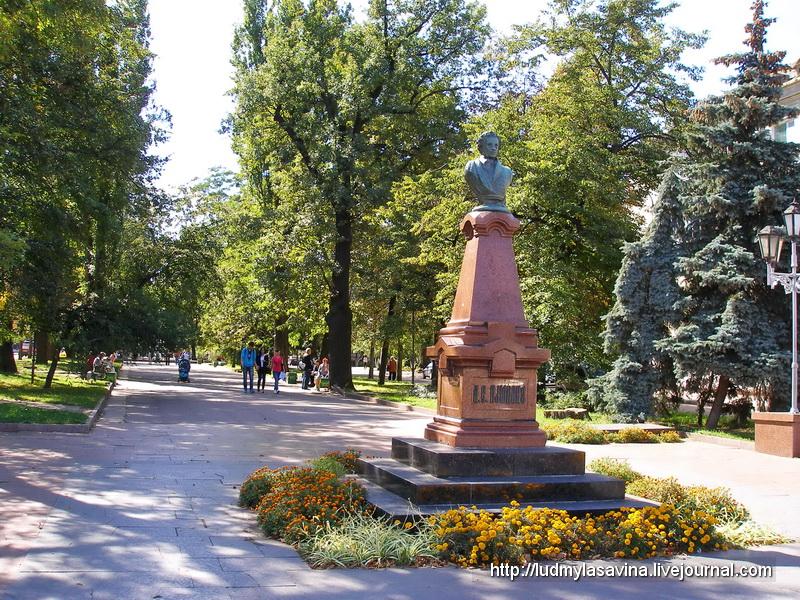 P1010169Памятник Пушкину в начале Старого бульвара