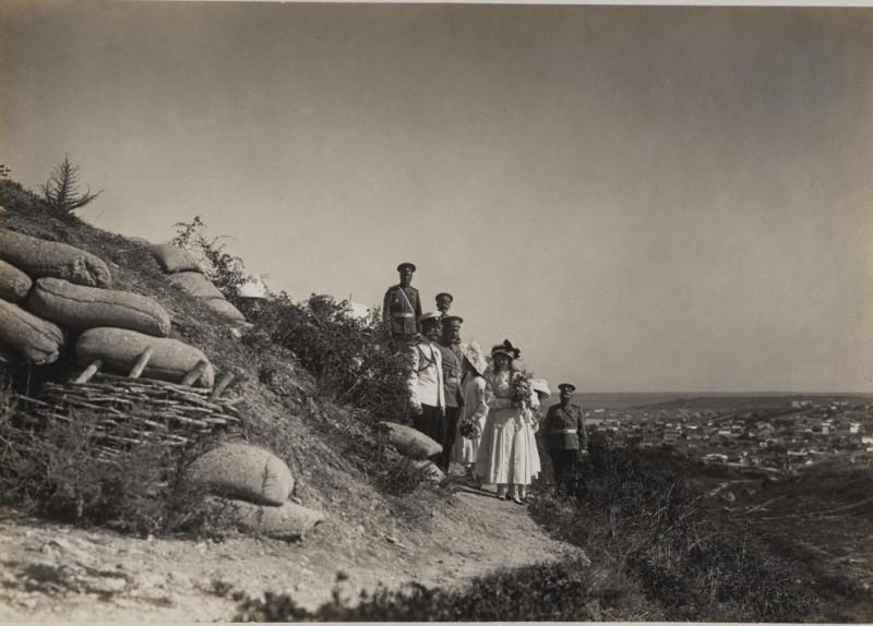 Николай II с семьей на севастопольских бастионах
