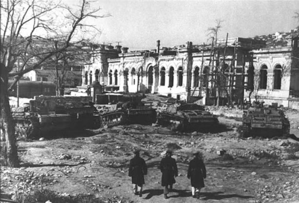Вокзал после освобождения Севастополя