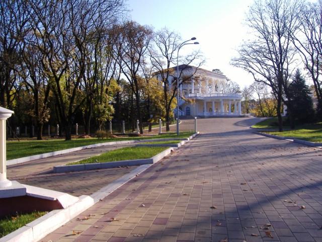 """Нальчик. Парк. Атажукинский сад. Ресторан """"Эльбрус"""""""