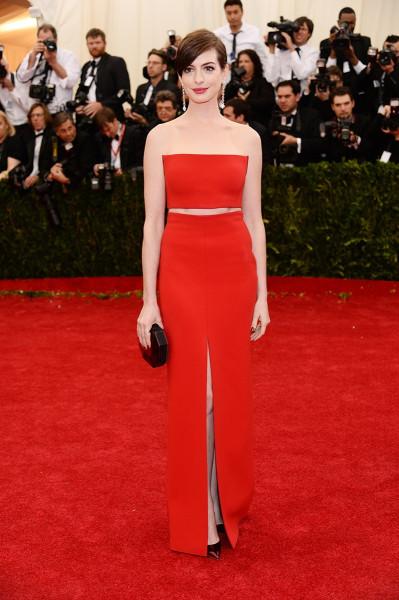 Фото платьев звезд с красной дорожки