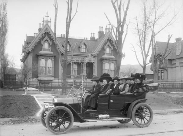 Дамы едут веселиться 1905