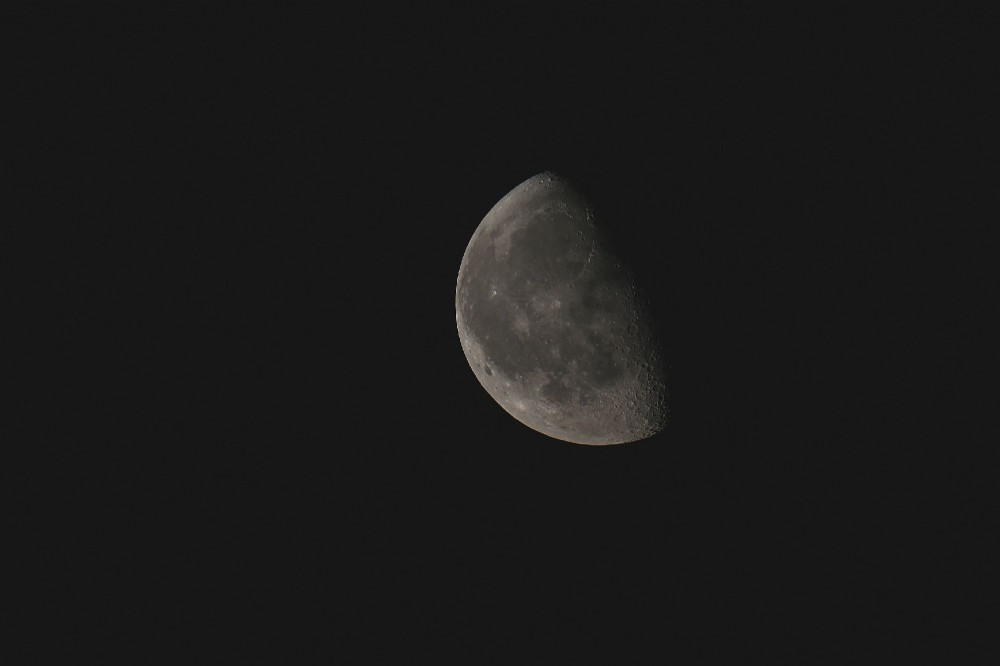 Луна норм. Можно залипать на ней.