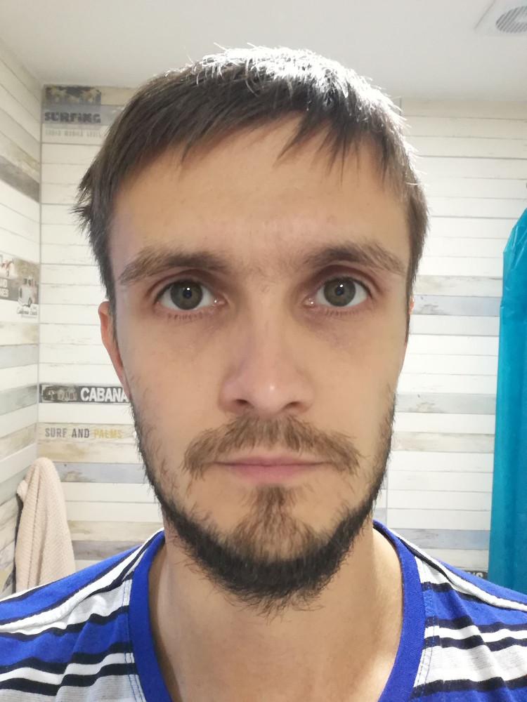 Трёхнедельная, наверное, борода