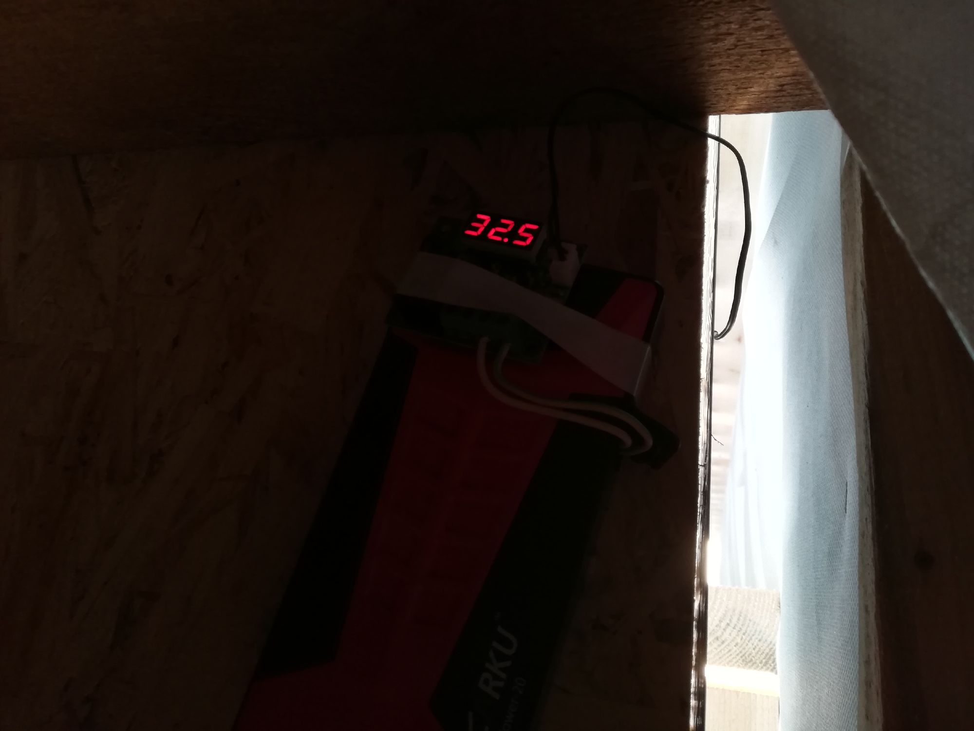 В обед из-под сайдинга поднимается воздух температурой +32.5