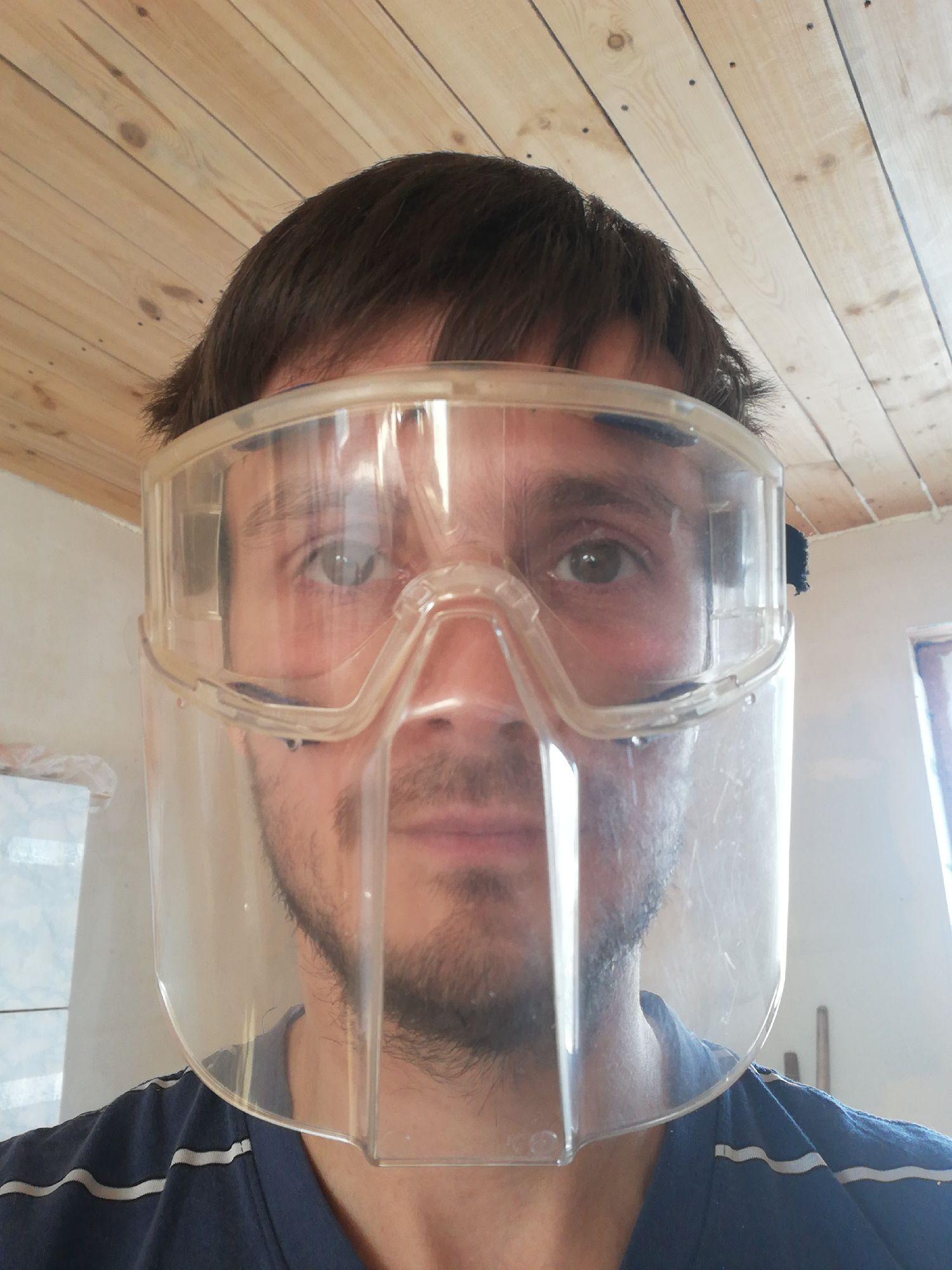 Без щитка мне нельзя пилить-строгать электроинструментом. Обязательно поймаю глазом если не опилку, то пыль деревянную с ресниц....