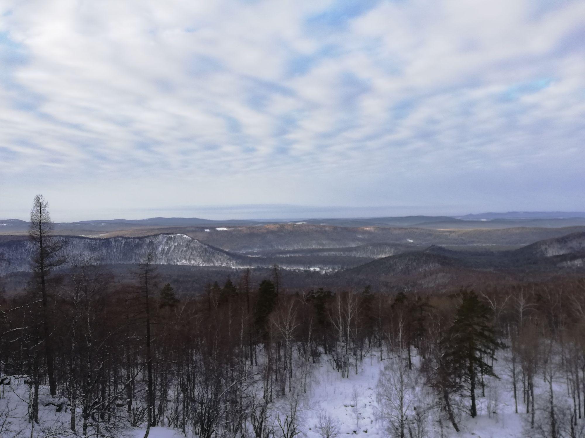 Вид на Кисеганские горы (на Кисегане редкий лес, он заметен)
