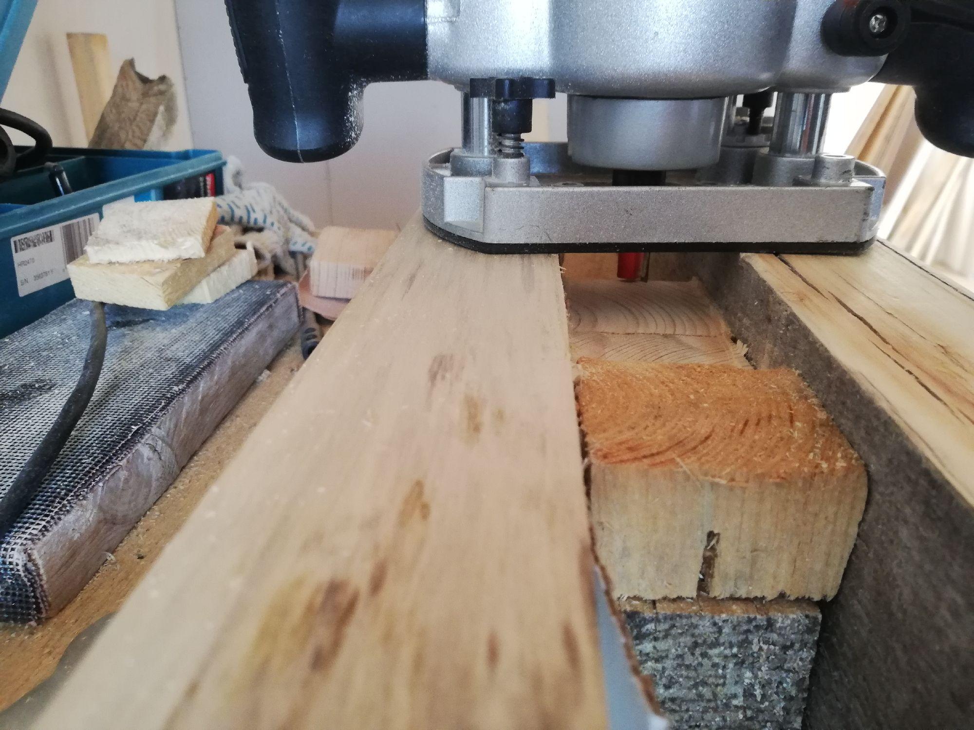 Зажал кубики - обрезки бруска 50х50, фрезерую общую плоскость