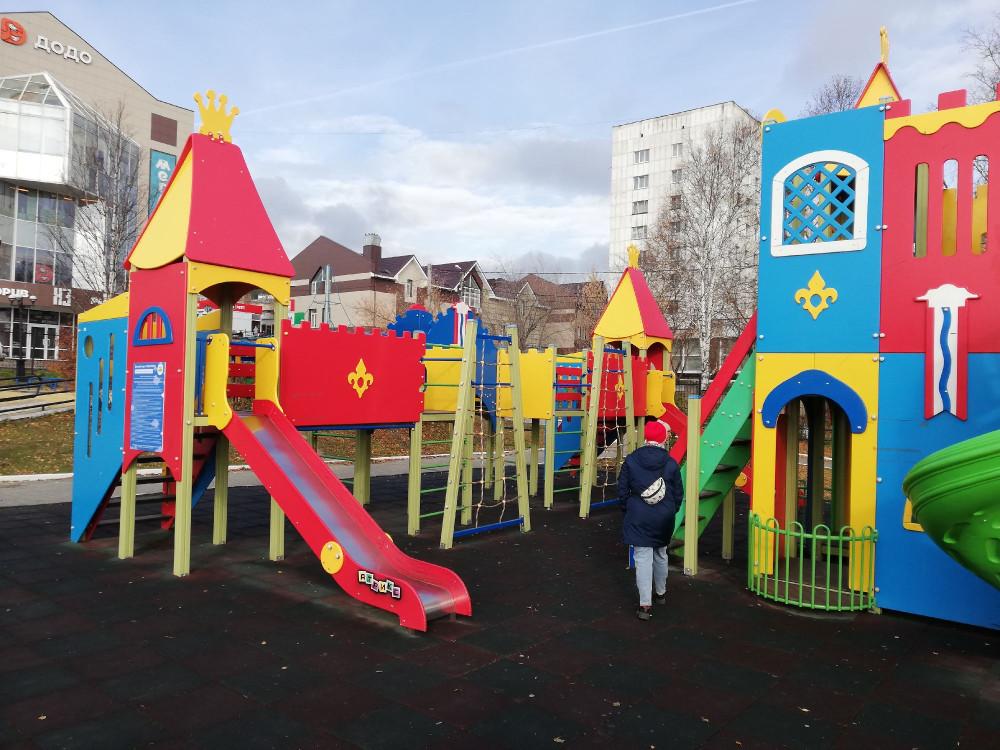 Детский городок в парке Крылатко