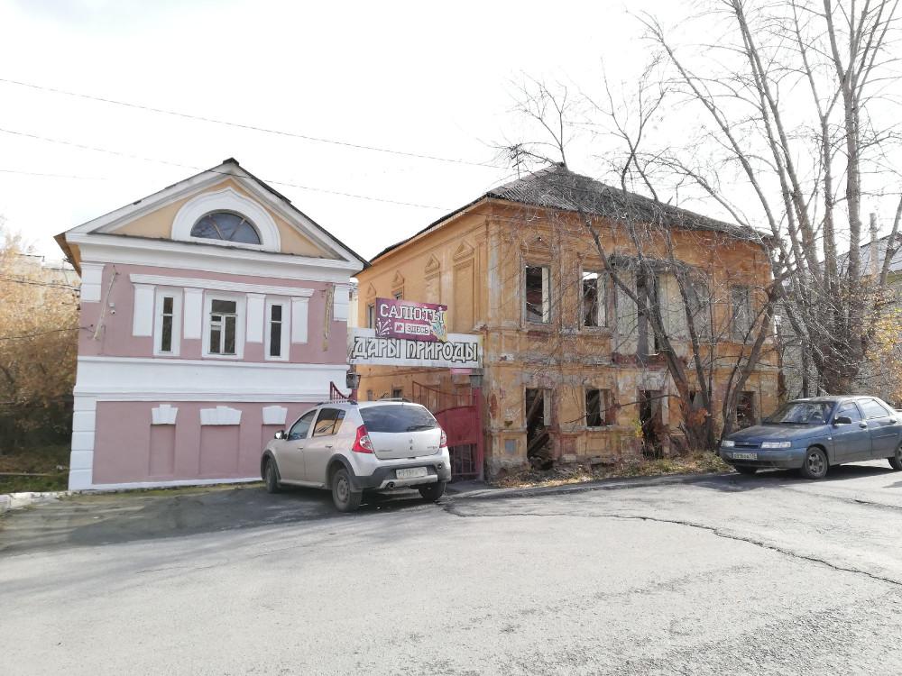 Непонятная раскраска теперь у дома слева, где магазин