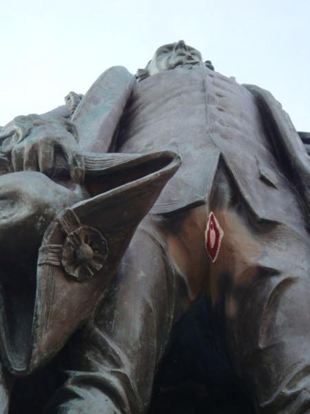 vagina-statue-640x853