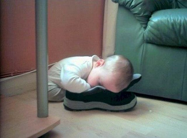 funny_and_awkward_kid_sleeping_positions_640_12