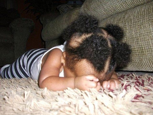 funny_and_awkward_kid_sleeping_positions_640_06