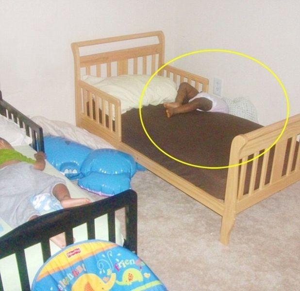 funny_and_awkward_kid_sleeping_positions_640_09