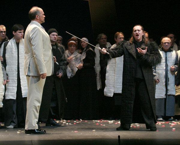 Фото с сайта театра, потому актеры могу отличаться