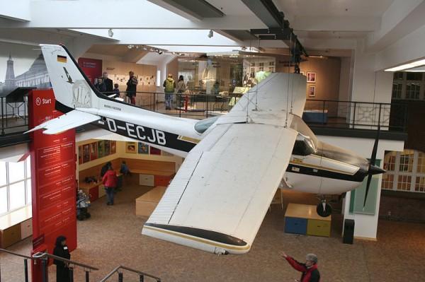 800px-Cessna_172_D-ECJB_of_Mathias_Rust