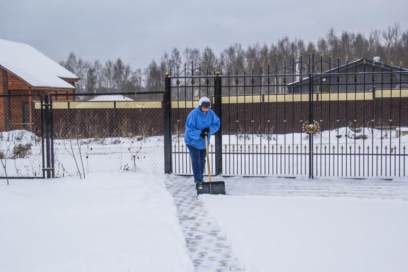 А вот так вот — чистый, белый, пушистый снежок, да на чистом морозном воздухе...