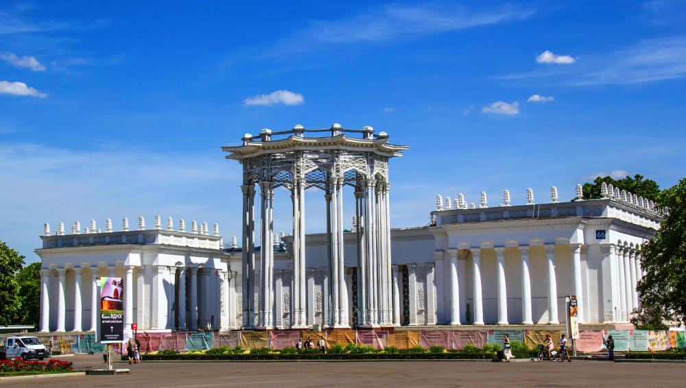 """6. Павильон """"Узбекистан"""" на реставрации."""
