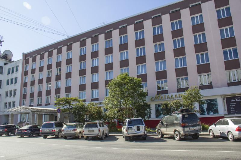 Новое здание гостиницы, построенное рядом.