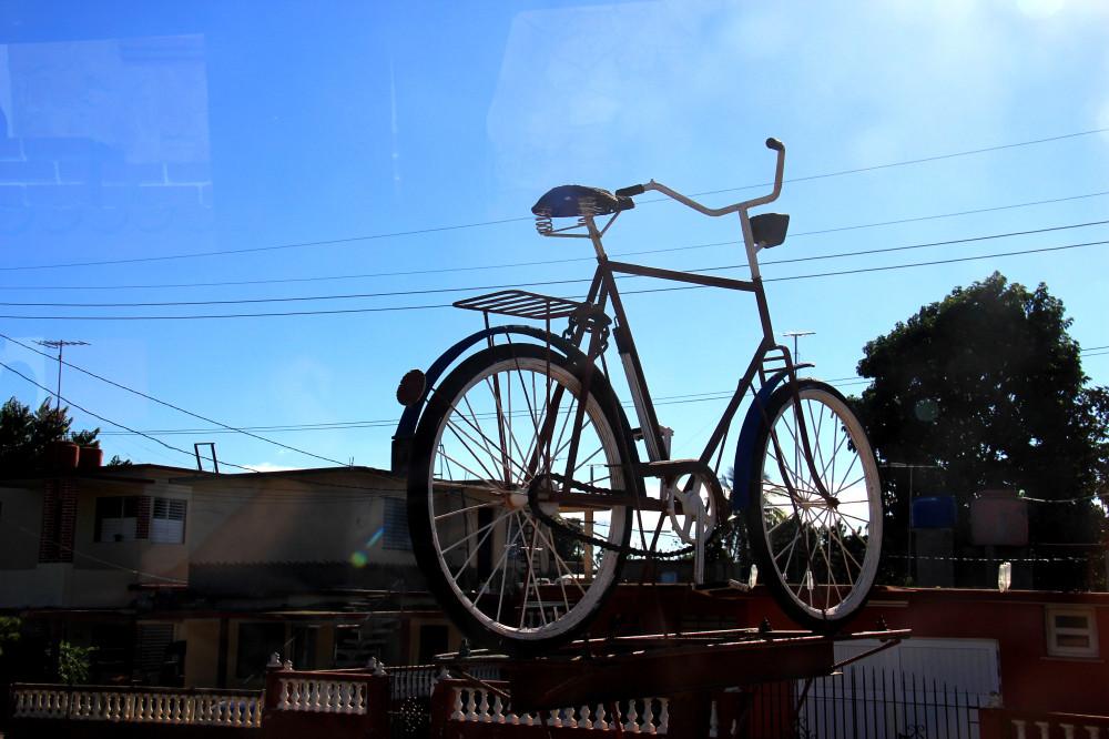 1. Памятник велосипеду на Кубе