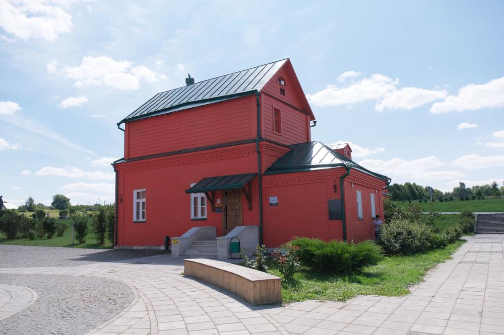 В этом строении находится музей.