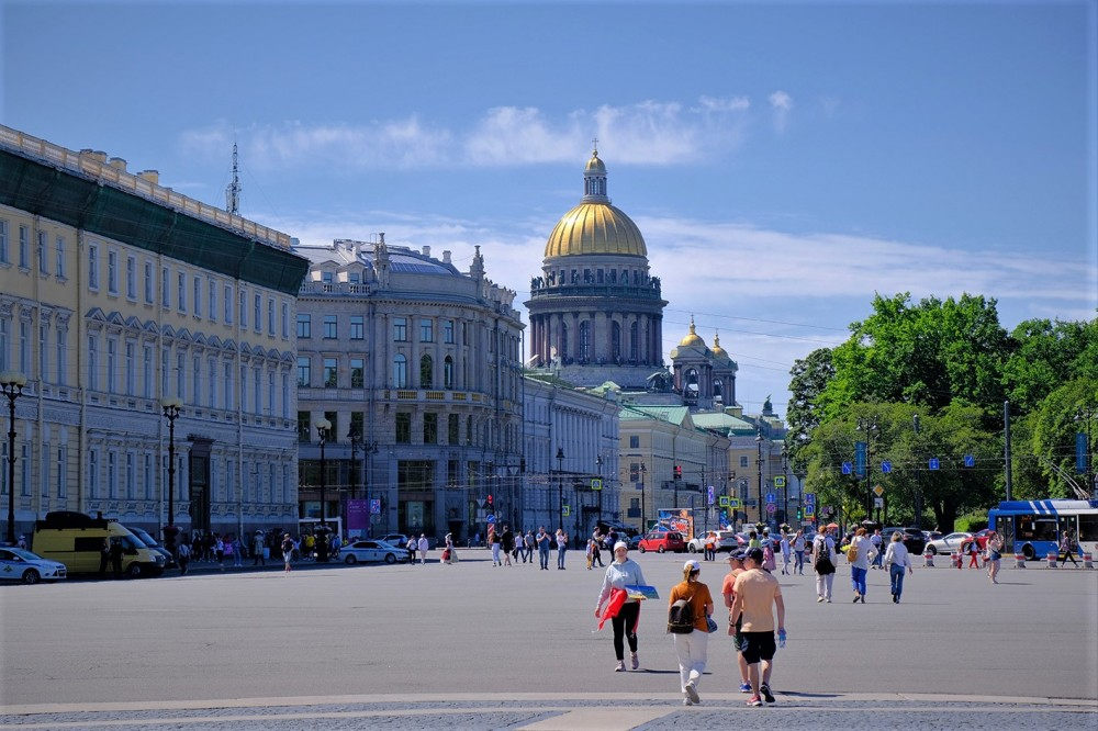 С Дворцовой площади.