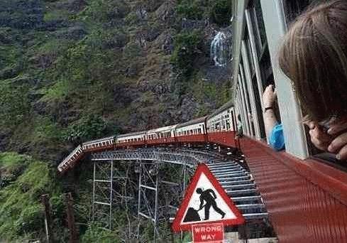 Поезд падает в бездну