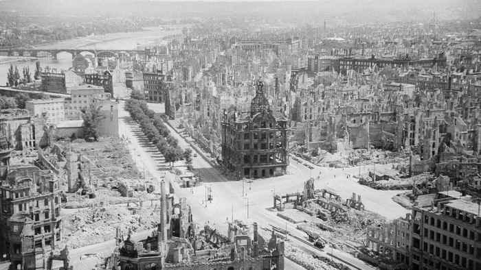 Дрезден после бомбардировки 1945 года