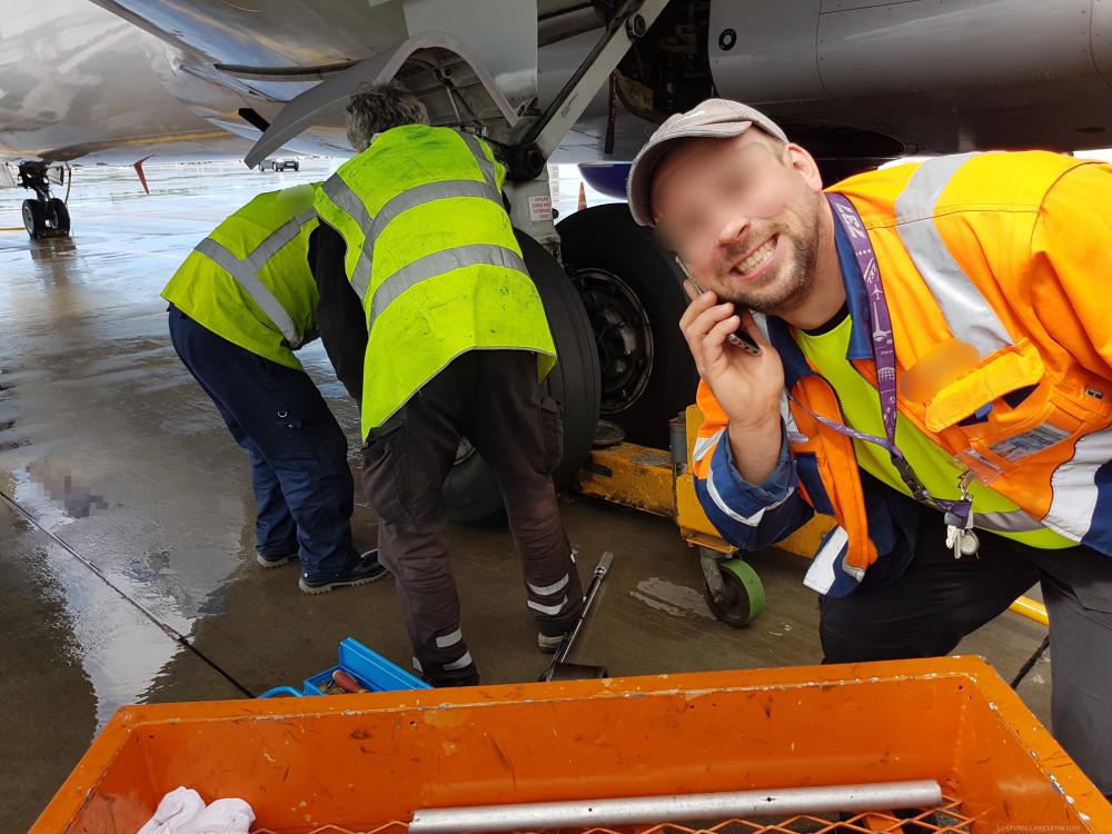 Замена колеса на Boeing-737 NG