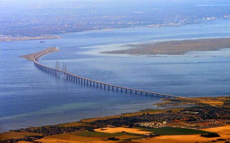 Denmark-Sweden-connected-by-Oresund-bridge-002.jpg