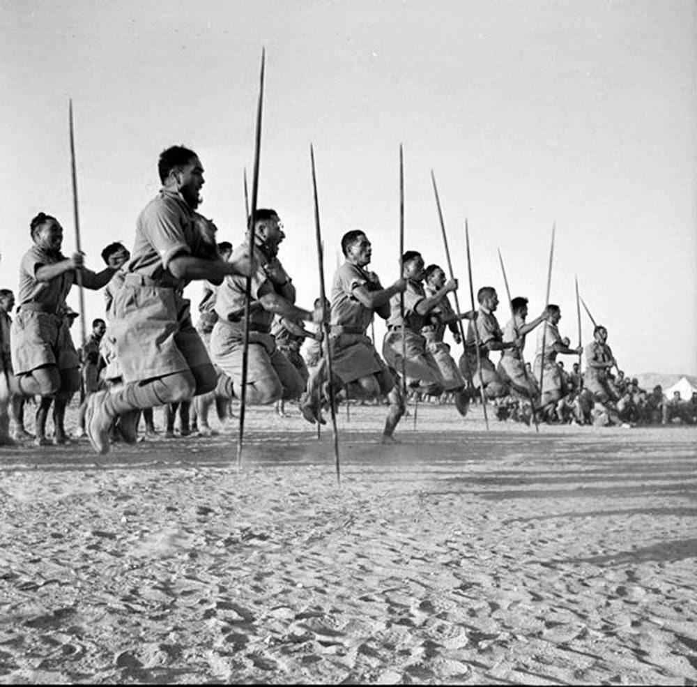 1502452406_maori-battalion-haka-in-egypt-1941-3.jpg