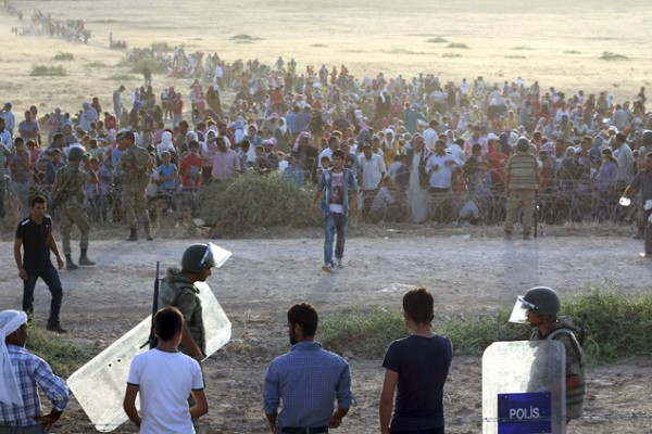 article-20140921-BoykoRu-syria-turkey-kurd-flee-islamic-state