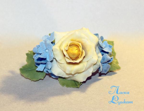Заколка-роза-и-голубые-гортензии-1