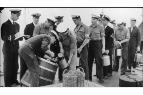 Раздача флотского рома