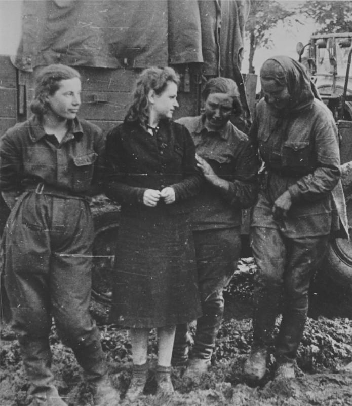 Порно немецкое в войну с пленными женщинами фото 375-921