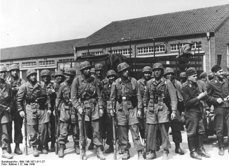 Bundesarchiv_Billd_146-1971-011-27,_Belgien,_Eben_Emael,_Fallschirmjäger.jpg
