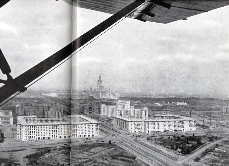1956-57 год. Храм находился справа внизу в треугольнике образованном Ленинским, Ломоносовским проспектами и Старой Калужской дорогой. Возможно, здесь видны его остатки.
