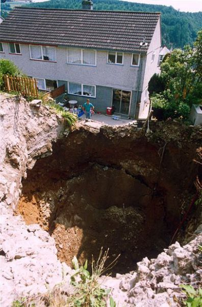1276692440_giant_sinkholes_and_road_collapses_10