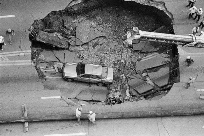 1276692452_giant_sinkholes_and_road_collapses_11
