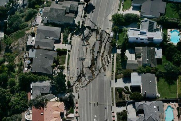 1276692483_giant_sinkholes_and_road_collapses_22